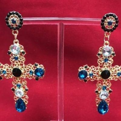 07e5f7113d37 Pendientes de cruz dorados con piedras negras y azules