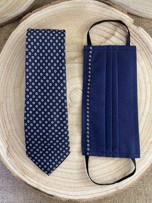 Conjunto de mascarilla y corbata de lunares blancos La Casa Del Cofrade
