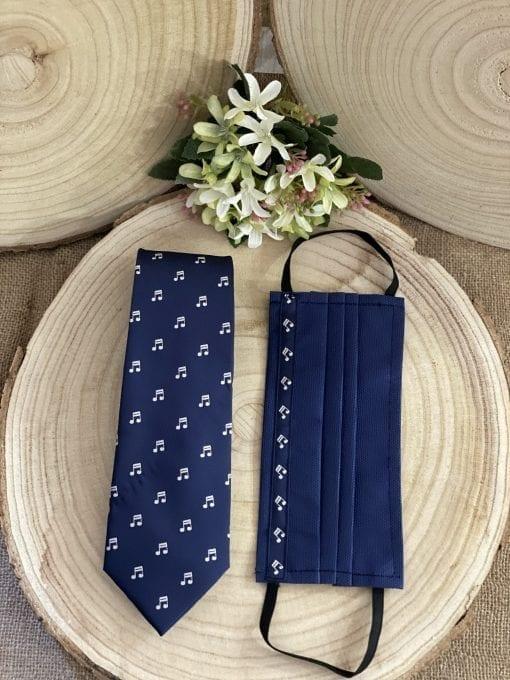 conjunto de mascarilla y corbata con corchea La Casa del Cofrade
