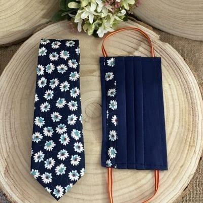 Conjunto de corbata y mascarilla con margaritas La Casa del Cofrade