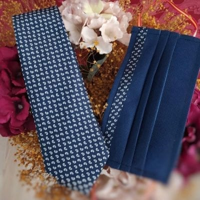 Mascarilla y corbata cachemir. La Casa del Cofrade
