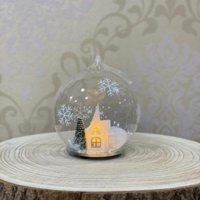 Bola con casa nevada y luz led La Casa Del Cofrade